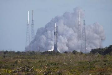 刚炸完火箭SpaceX又为60颗星链卫星升空进行测验