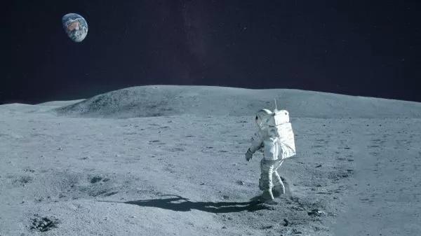 宇航员徒步环游月球一周要多长时间呢